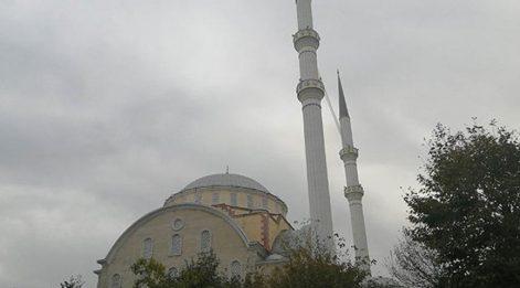 Bakırköy'deki Yenimahalle Camii ibadete kapatıldı
