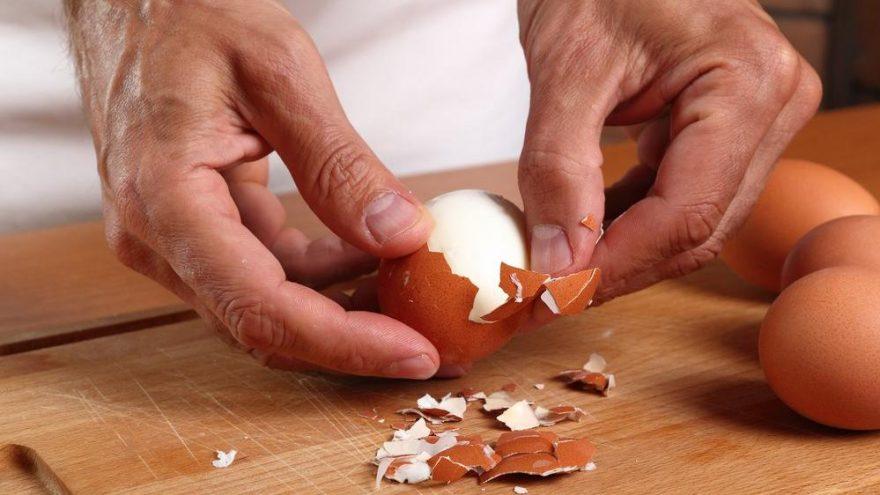 En pratik yumurta soyma yöntemi