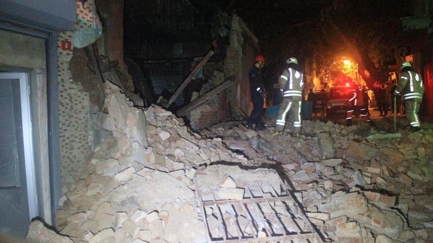 Son Dakika... Beyoğlu'nda boş bir bina çöktü