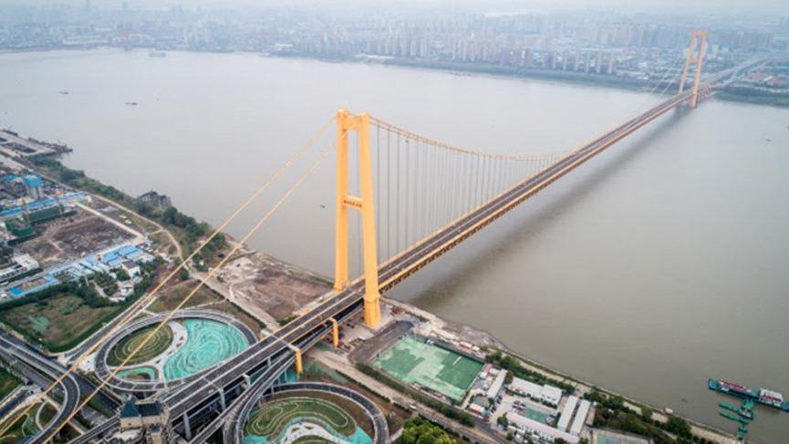 Dünyanın en uzun çift katlı asma köprüsü trafiğe açıldı! Üstelik ücretsiz