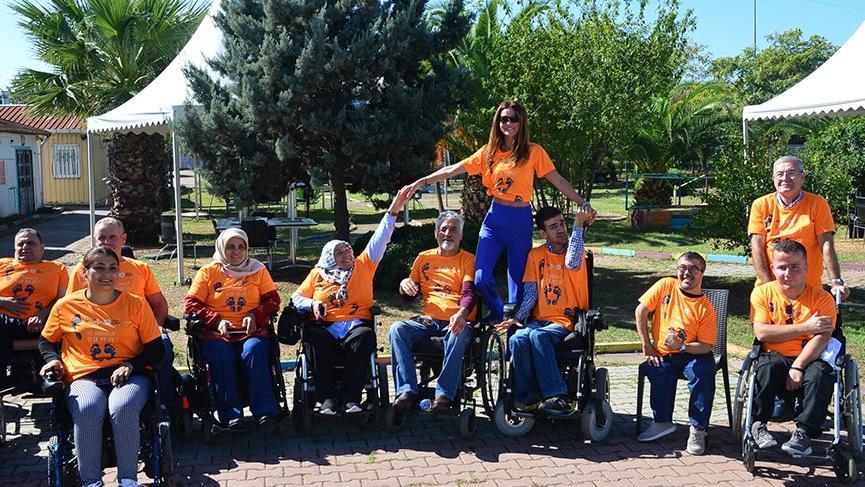 Ebru Şallı omurilik hastalarıyla pilates yaptı