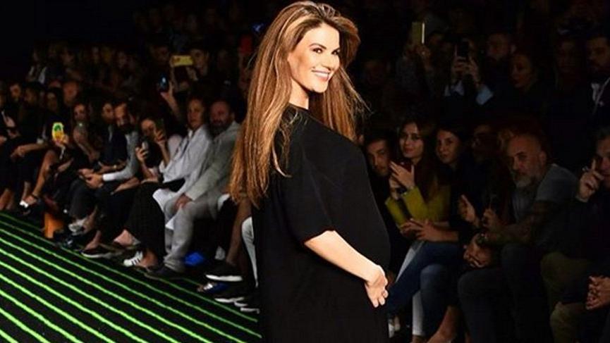 Tülin Şahin hamileliğinin sekizinci ayında podyumda…
