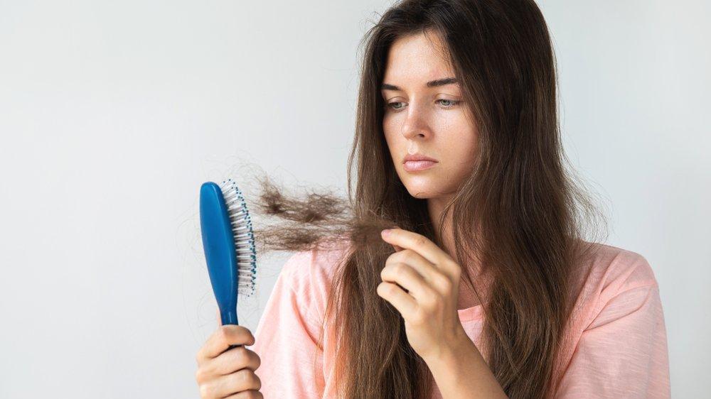Saç dökülmesi nasıl önlenir? Saç dökülmesinin sebepleri nelerdir?