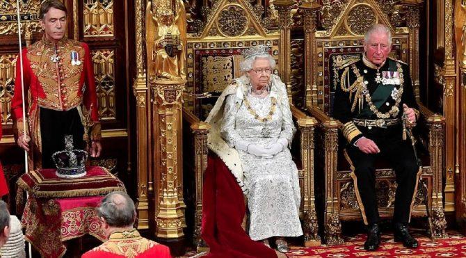 Son dakika… Bütün gözler Kraliçe Elizabeth'teydi, o detay dikkat çekti