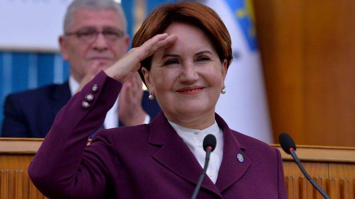 Meral Akşener grup toplantısında asker selamı verdi