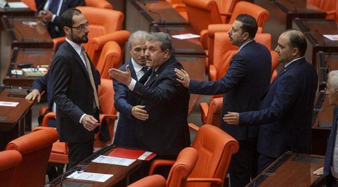 Meclis'te gerginlik! Destici: Kobani'de yaptığınız hainliği burada da yapıyorsunuz