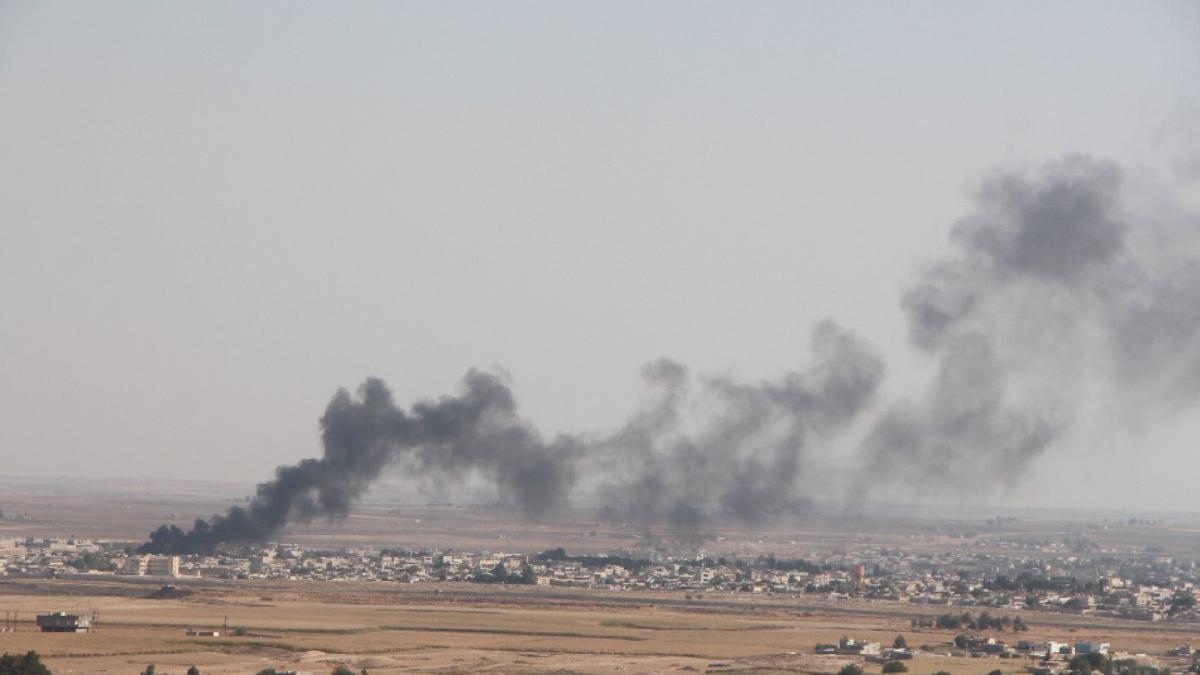 Tel Abyad ve Resulayn'da terör mevzileri vuruluyor... Menbiç beklemede...