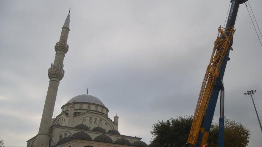 Depremde minaresinin bir kısmı yıkılmıştı diğeri de söküldü