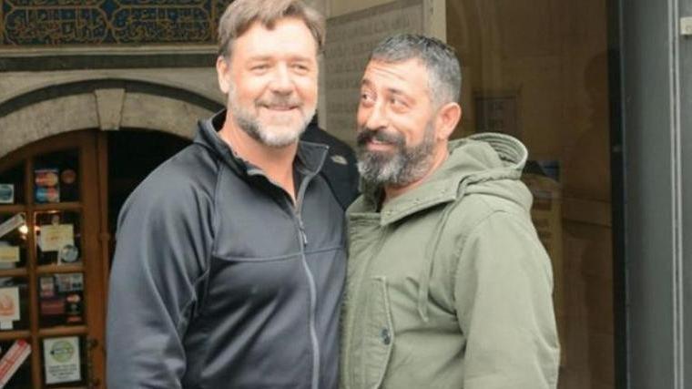 Russell Crowe'dan Cem Yılmaz'a sürpriz mesaj
