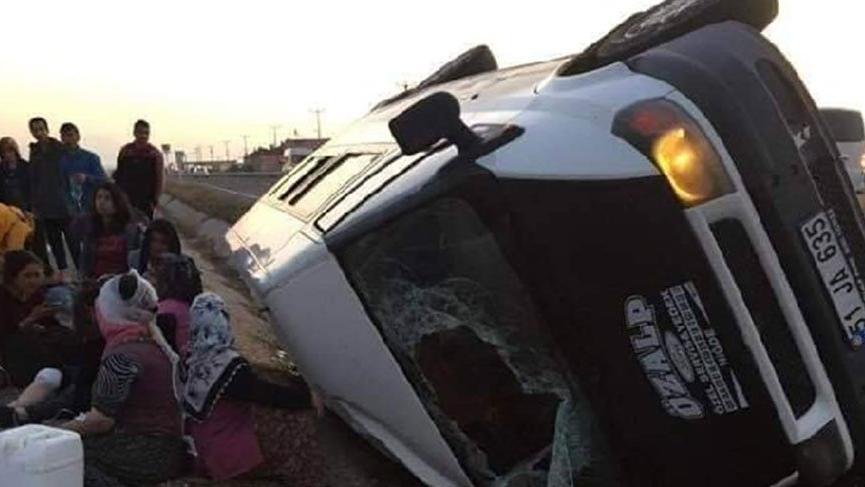 Patates işçilerini taşıyan minibüs kaza yaptı; 13 yaralı