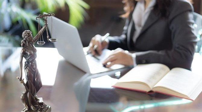 Görevden uzaklaştırılan iki savcının rüşvet kayıtları dosyada