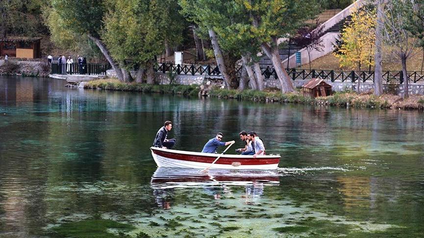 'Doğal akvaryum' Gökpınar Gölü'nde sonbahar güzelliği
