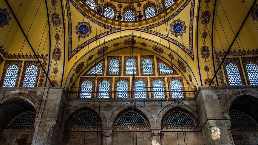 Beş asırdır ihtişamını koruyan Muradiye Camii