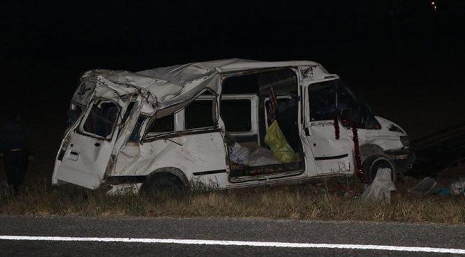 İşçileri taşıyan minibüs kaza yaptı: 14 yaralı