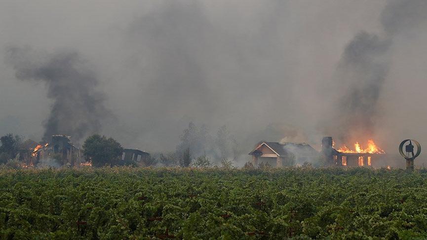 California'da yerleşim yerlerine yayılan yangınlar nedeniyle binlerce kişi tahliye edildi