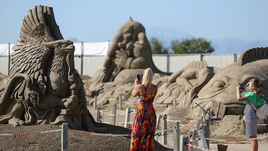 Kumdan heykeller kış boyu açık