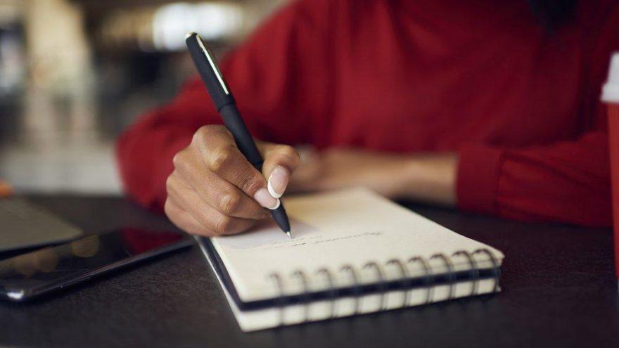 Sabretmek nasıl yazılır? TDK güncel yazım kılavuzuna göre sabretmek mi, sabır etmek mi?
