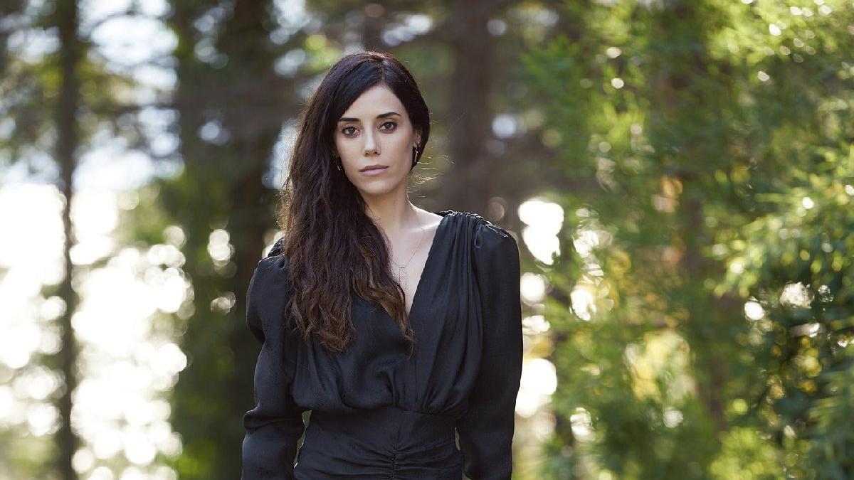 """Cansu Dere yeni dizisi """"Ferhat ile Şirin'le sosyal medyayı salladı"""