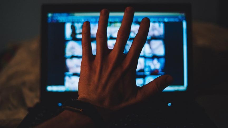 Kayıp kızın izini porno sitesinde buldular