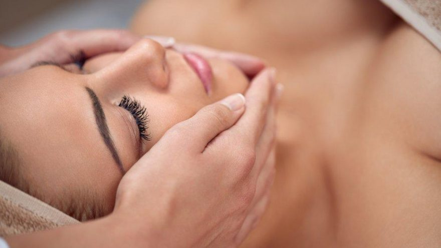 Yüz masajı nasıl yapılır? Evde yaşlanma karşıtı yüz masajı…