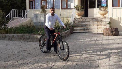 AKP'li başkan bisikleti makam aracı yaptı