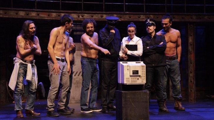 'Çıplak Vatandaşlar'dan striptiz şov