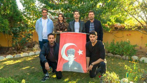 Savaşçı dizisinin efsane ekibi 'Kılıç Timi'nden Atatürk bayraklı Cumhuriyet mesajı