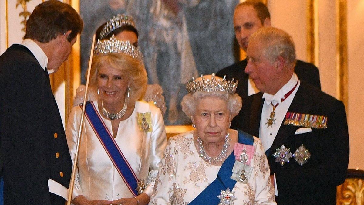 Terzisi Kraliçe Elizabeth'i anlattı: 775 odalı sarayı var ama...