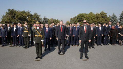 Anıtkabir'deki törende dikkat çeken detay... Erdoğan, CHP heyetini pas geçti!