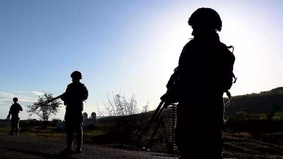 Jandarmanın ikna ettiği terörist sınır kapısında teslim oldu
