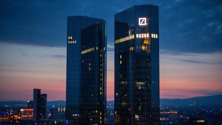 Almanya'nın dev bankasından büyük zarar