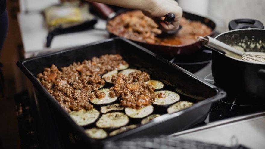 Patlıcan musakka fırında nasıl yapılır? Musakka tarifi…