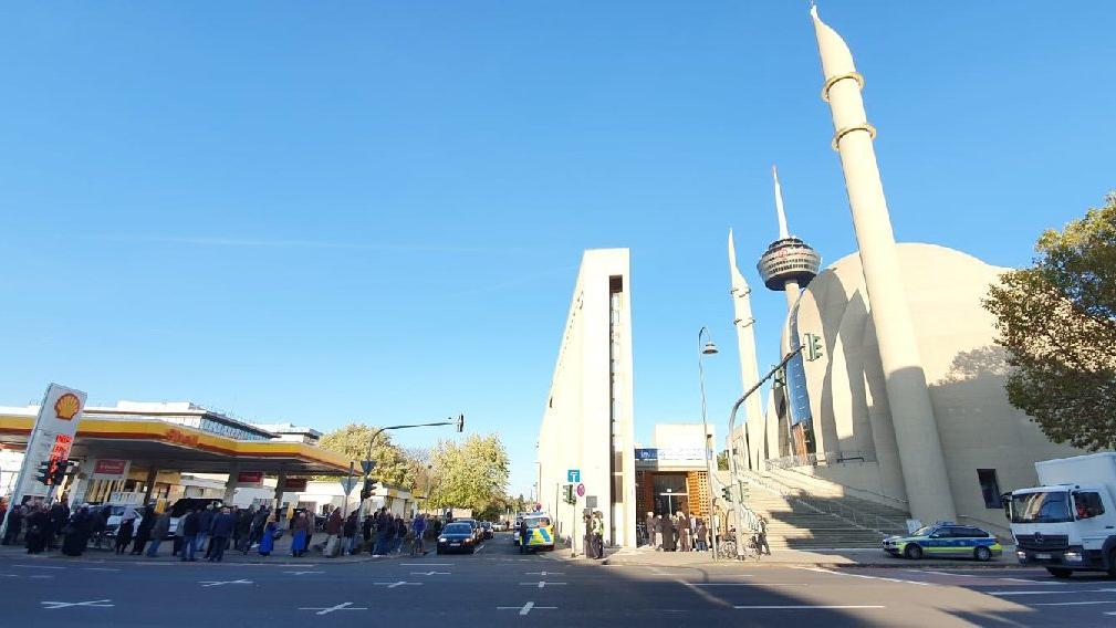 Son Dakika... Almanya'daki Türk İslam Birliği Genel Merkezi bomba ihbarı nedeniyle boşaltıldı