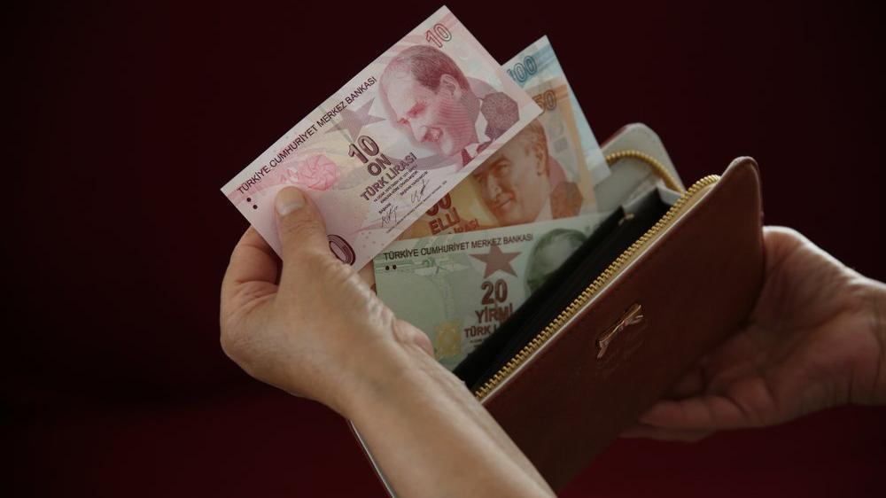 Enflasyon arttı, maaşlar arttı, fiyatlar arttı, İstanbul'da tüketim harcaması artmadı