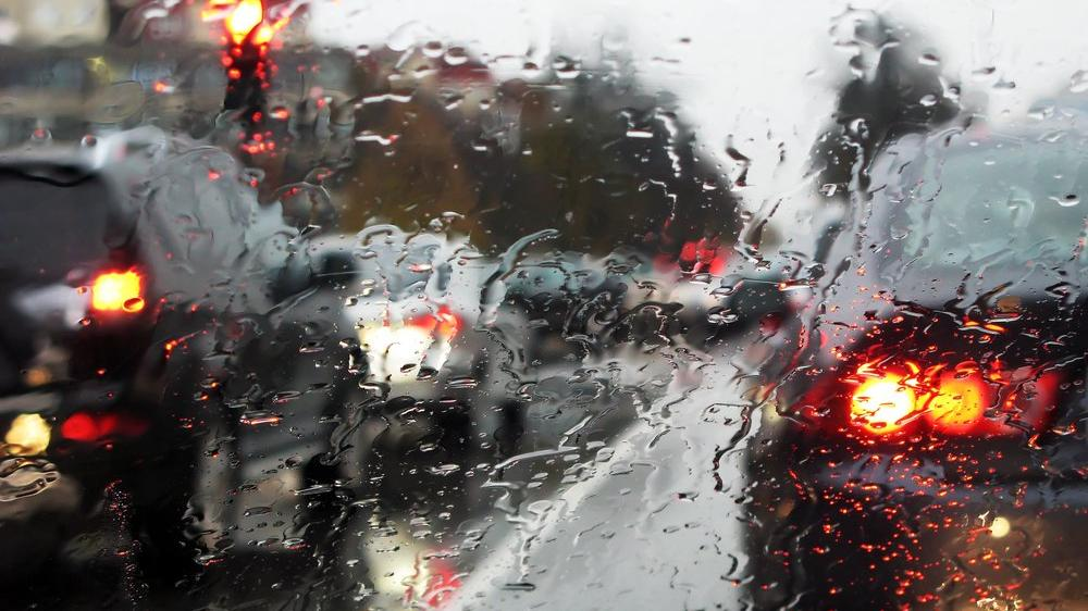 Yağmurlu havada nasıl araba kullanılır?