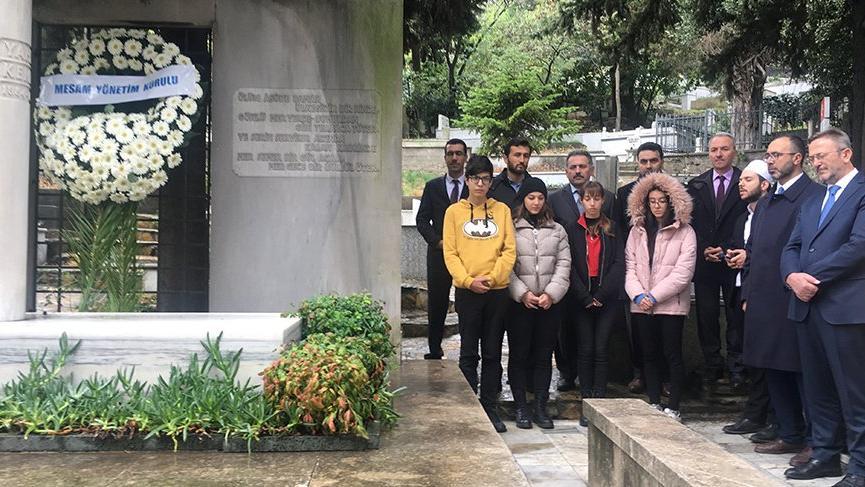 Yahya Kemal Beyatlı vefatının 61'inci yılında mezarı başında anıldı