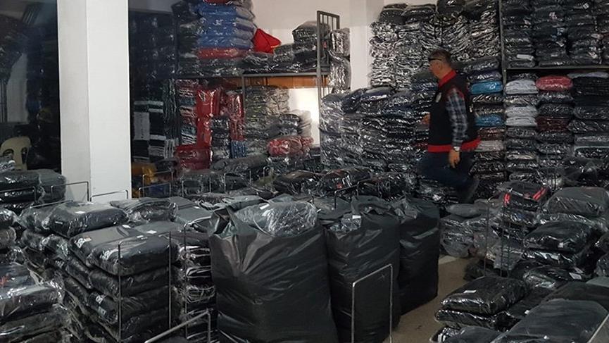 İzmir'de 47 bin parça taklit giyim eşyası ele geçirildi