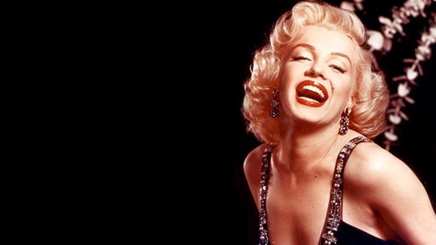 Marilyn Monroe'nun elbisesi 280 bin dolara satıldı