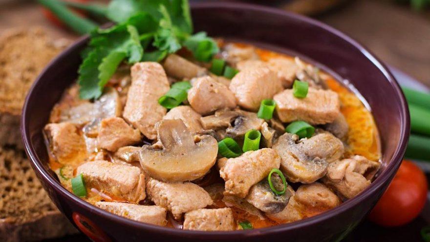 Mantarlı tavuk sote tarifi… Kremalı mantarlı tavuk sote yapılışı…