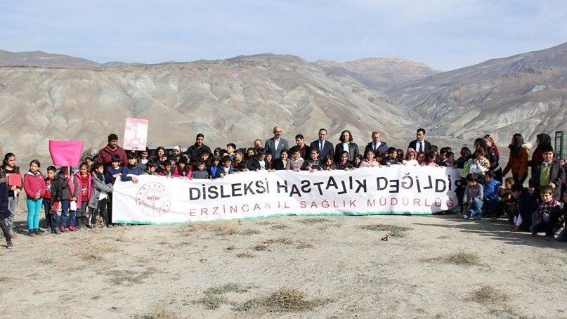 Erzincan'da öğrenciler 500 fidanı toprakla buluşturdu