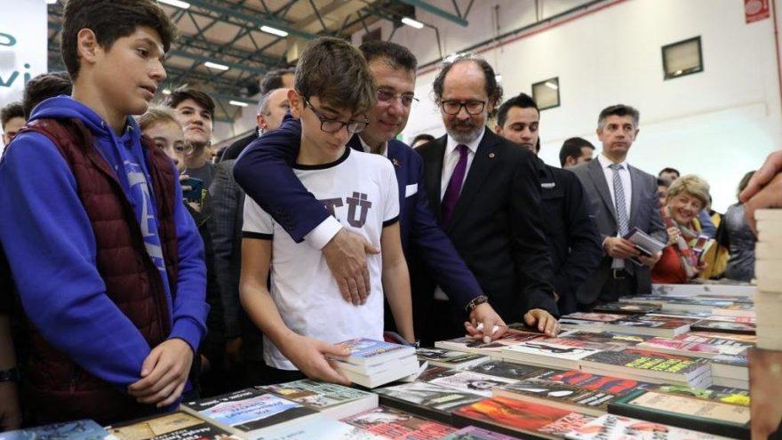 Ekrem İmamoğlu TÜYAP Kitap ve Sanat Fuarı'nı oğlu Semih ile birlikte gezdi