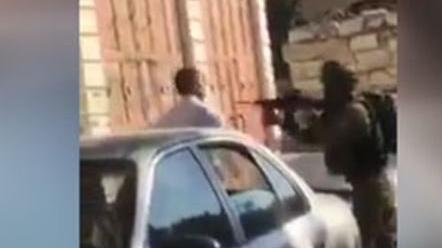 İsrail askerinden skandal görüntü... 5 yaşındaki çocuğun gözü önünde silah doğrulttu