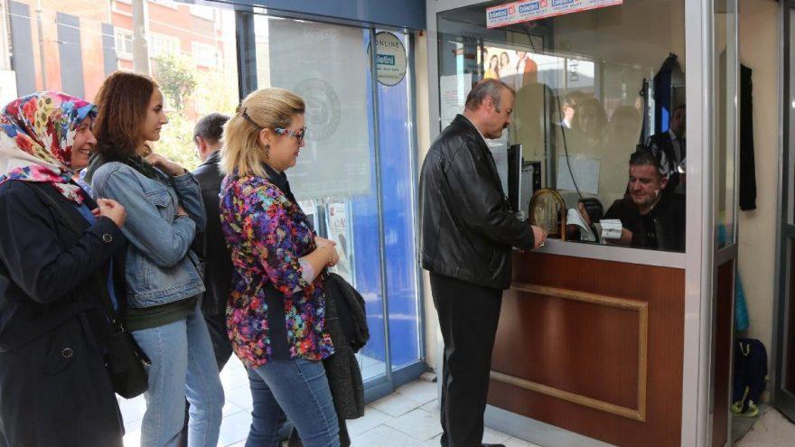 Bu kez Atatürk için sıraya girdiler