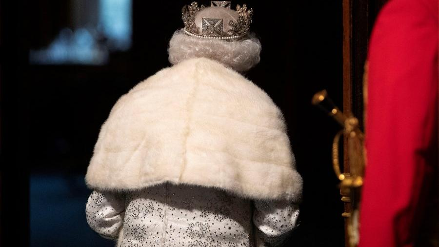 Queen Elizabeth ends with genuine fur