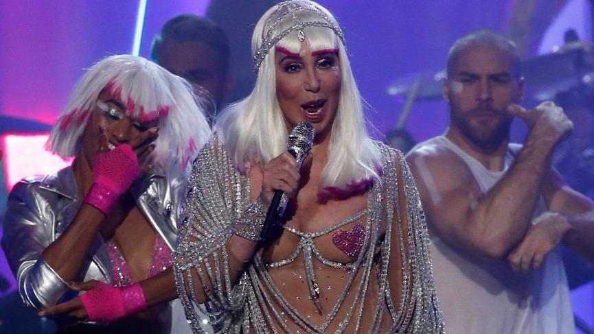 Cher, Nedret Taciroğlu ceket giydi