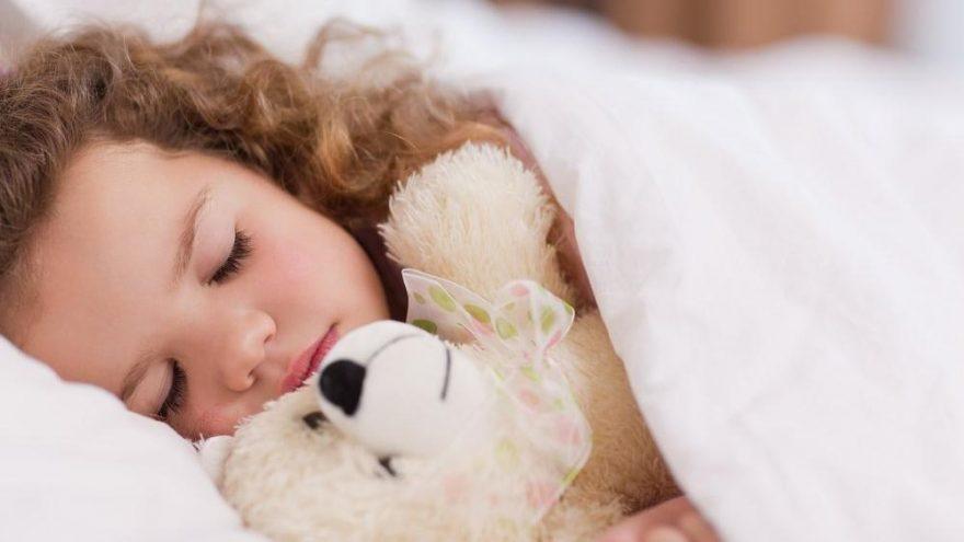 Çocukların uyku düzeni nasıl olmalı? Kaçta yatıp, kalkmalılar?