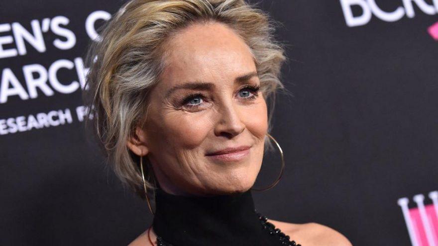 Sharon Stone canlı yayında meşhur sahneyi yeniden canlandırdı