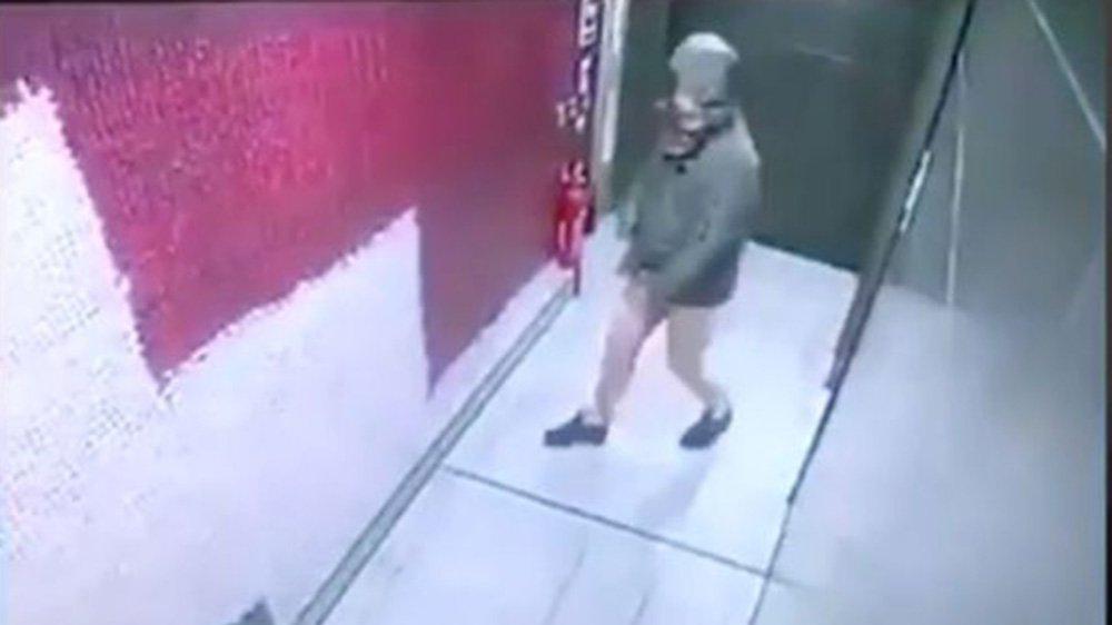 Fast food restoranında akılalmaz görüntü... Yakalanmamak için yarı çıplak kaçtı!