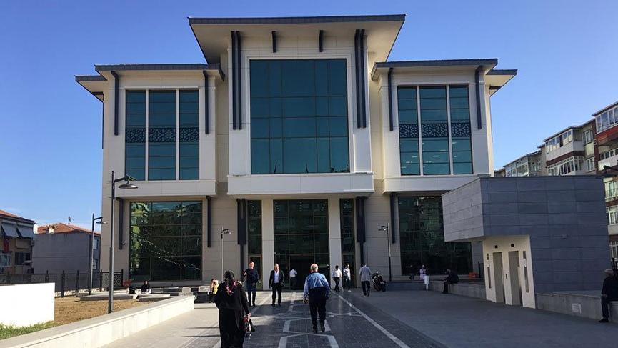 Güngören Belediyesi'nden tepki çeken uygulama: 'Atatürk büstü yok, Türk bayrağı göndere çekilmedi'