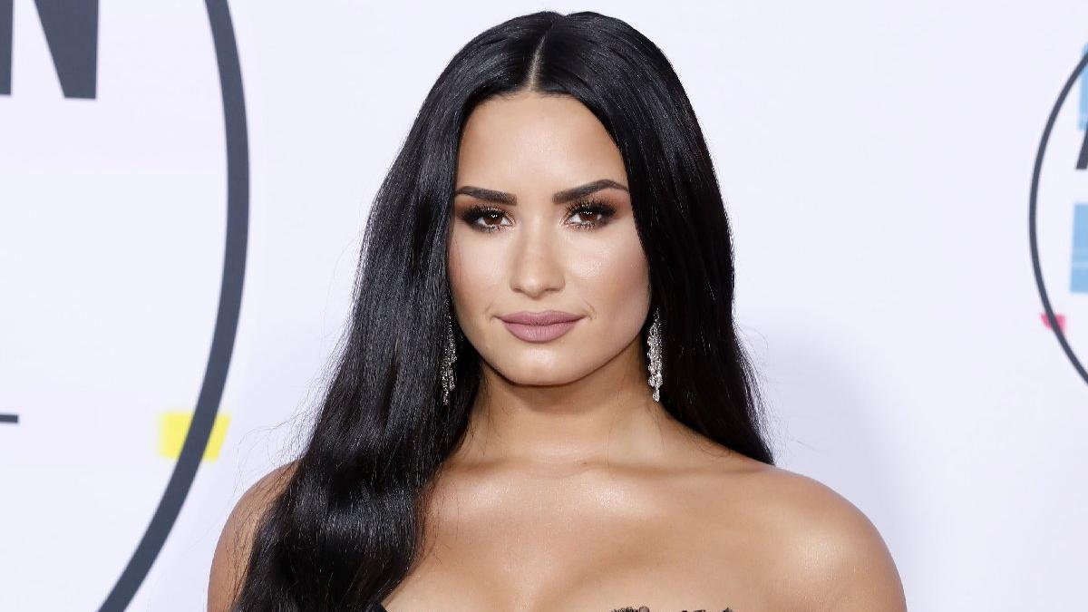 Demi Lovato: 'Bence göbek adım 'Direnç' olmalıydı'